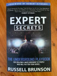Wie-Online-Geldverdienen.de, Buchempfehlungen, Russell Brunson, Expert Secrets Erfahrung Cover